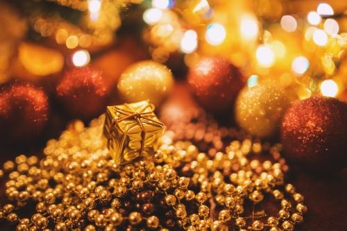 tiny-gold-christmas-gift-6288